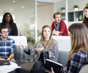 """Política """"Open Door»: qué es y cómo puede mejorar la comunicación en una empresa"""