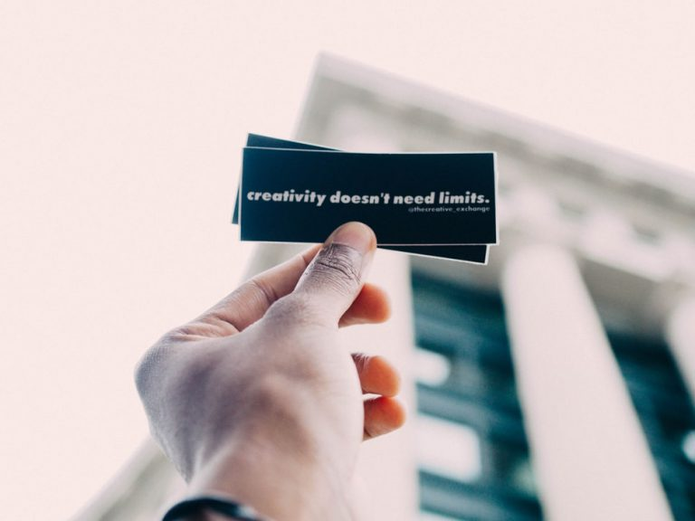 photo 1507183711269 1235bed98f14 768x576 - 5 mitos de la creatividad, que te hacen desperdiciar el talento de tus colaboradores